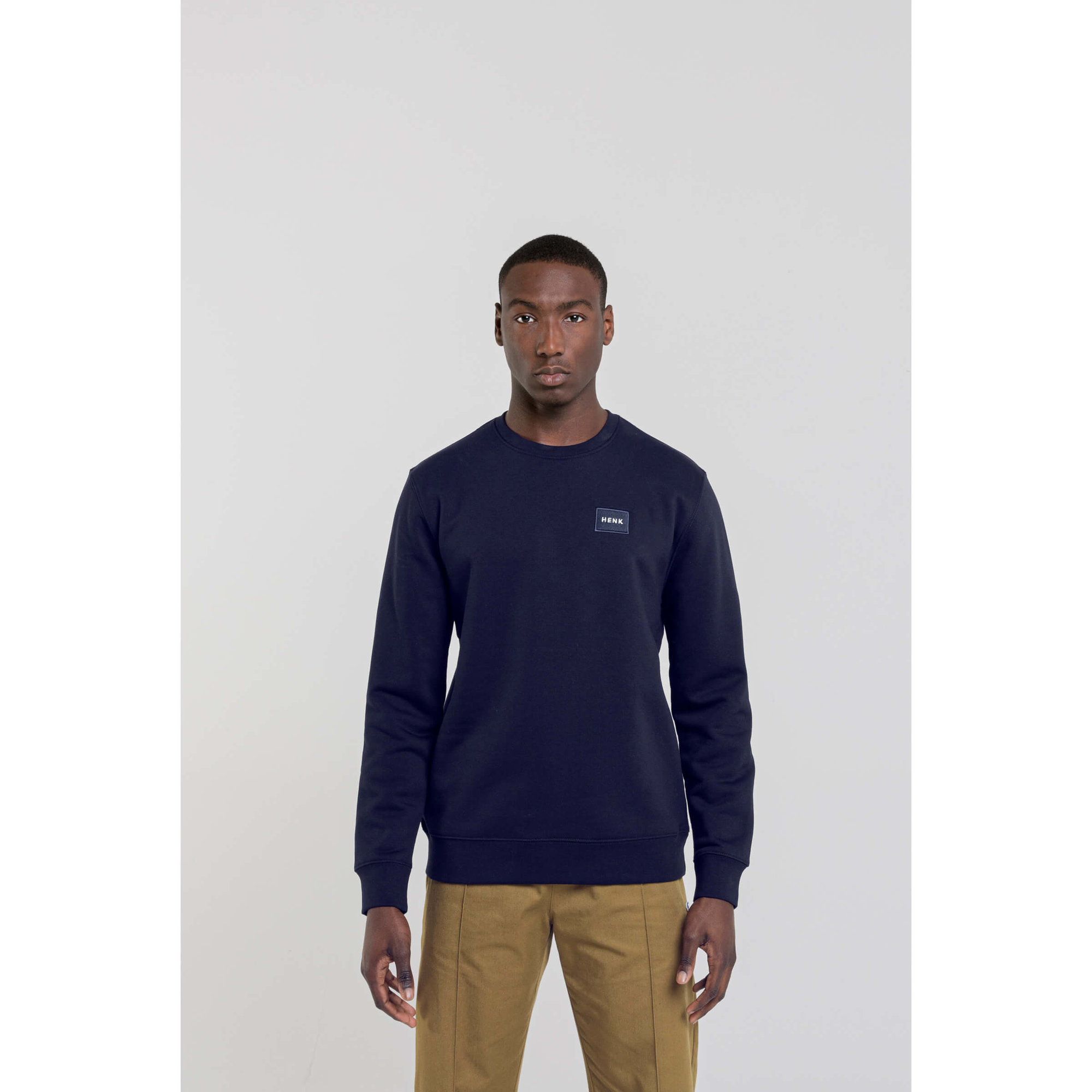 Sweater | Navy | Studio HENK | Setting2