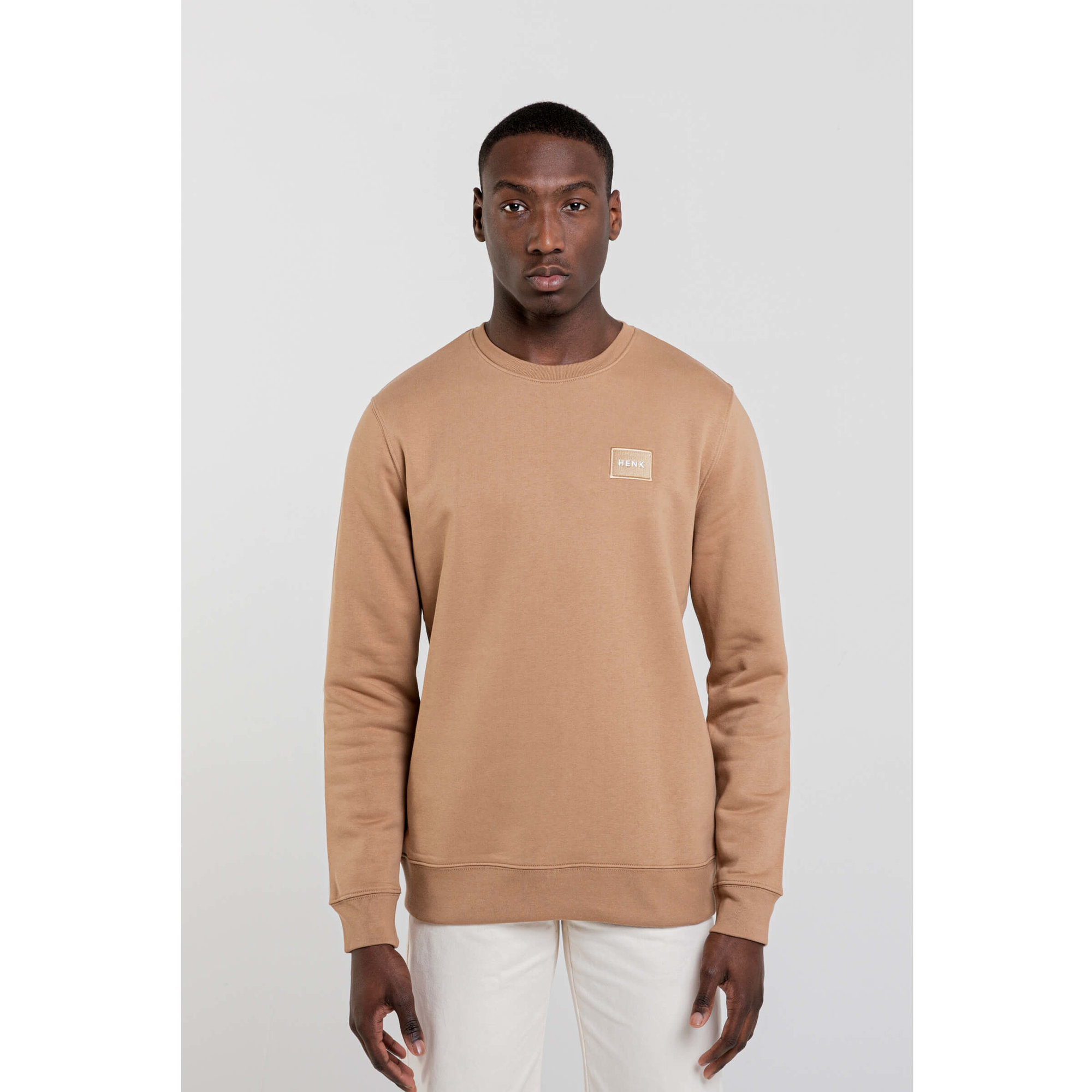 Sweater | Camel | Studio HENK | Setting1