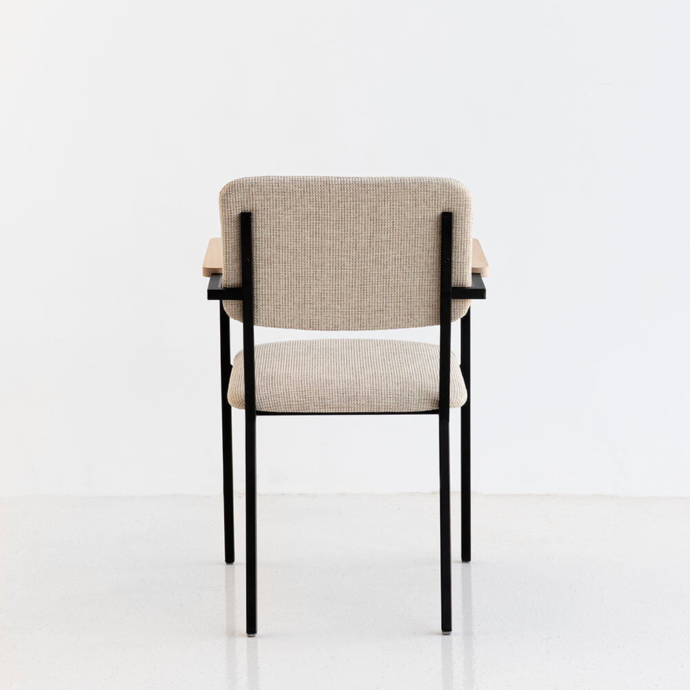 Design eetkamerstoel | Co Chair with armrest facet beige1037 | Studio HENK |