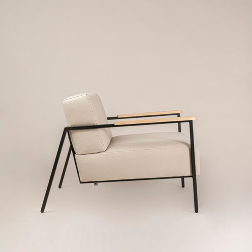 Design zitbank | Co lounge chair 1 seater royal gold132 | Studio HENK |