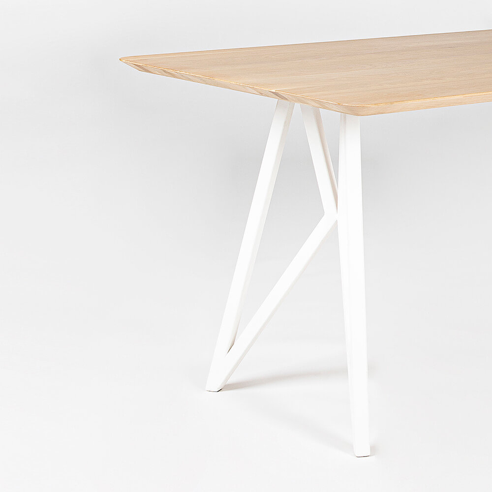Rechthoekige design tafel op maat | Butterfly Steel white powdercoating | Oak hardwax oil natural light 3041 | Studio HENK |